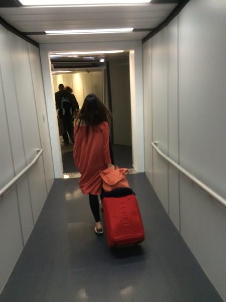 マウイへの飛行機への通路