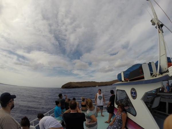 近づくモロキニ島