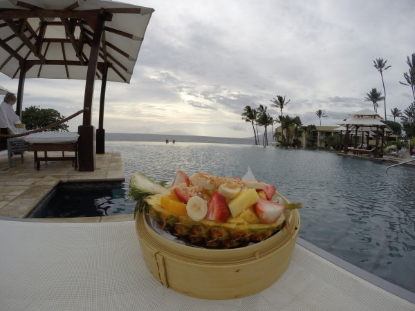プールサイドでのフルーツ盛り合わせ3