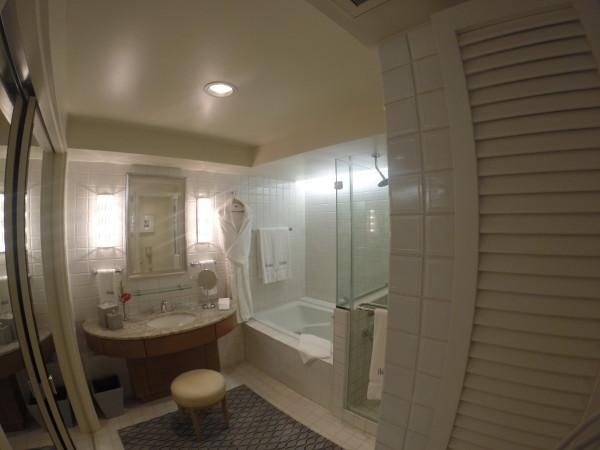 ハレクラニ・お部屋のバスルーム全体