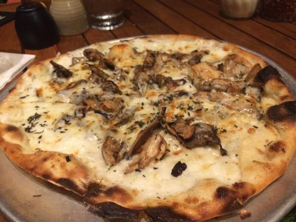 マッシュルームのピザ