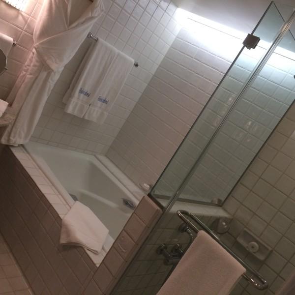 ハレクラニ・お部屋のバスルーム