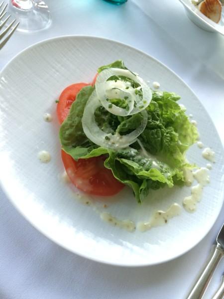 マウイオニオンとトマトのサラダ