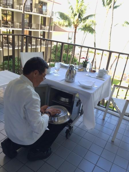 インルームダイニング(朝食)の準備