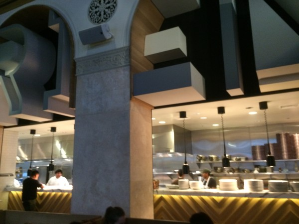 Terroni(テローニ)のオープンなキッチン