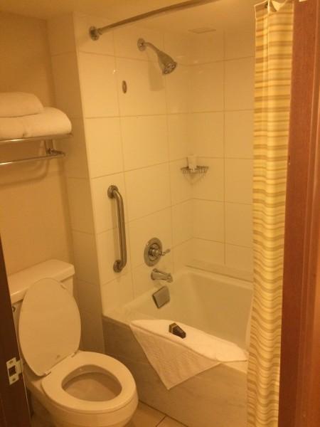 ワイレアビーチマリオットのお部屋のバスルーム