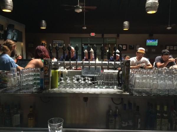 Maui Brewing(マウイブリューイング)のバーカウンター