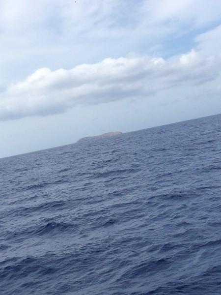 遠くに見えるモロキニ島