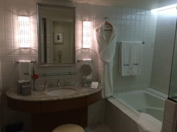 ハレクラニ・お部屋の洗面台