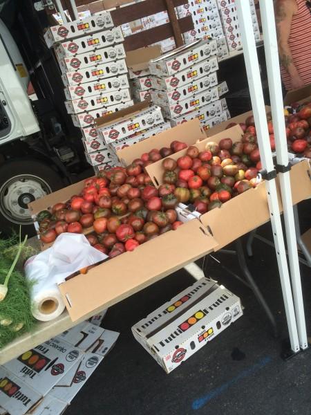 ハリウッドのファーマーズマーケットのトマト
