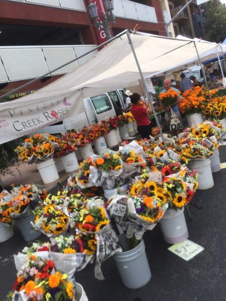 ハリウッドのファーマーズマーケットのお花