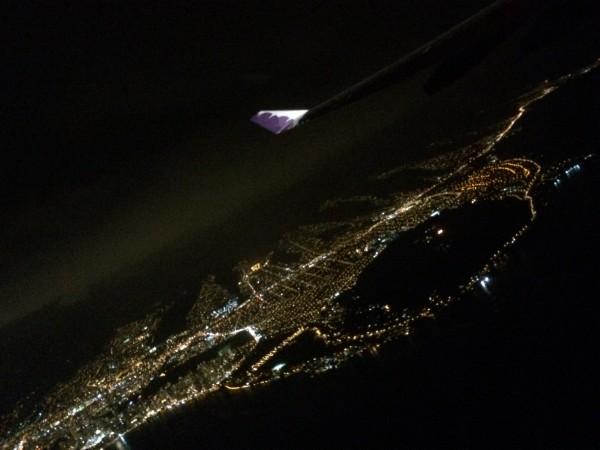 帰りのHawaiian Airから見るワイキキの夜景