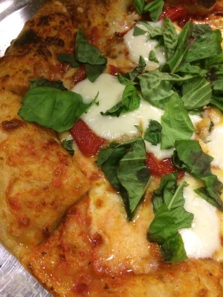 ブラータのピザ